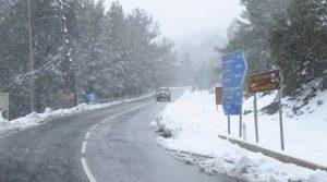 Χαμηλές θερμοκρασίες, θυελλώδεις άνεμοι και στα άσπρα η Αθήνα