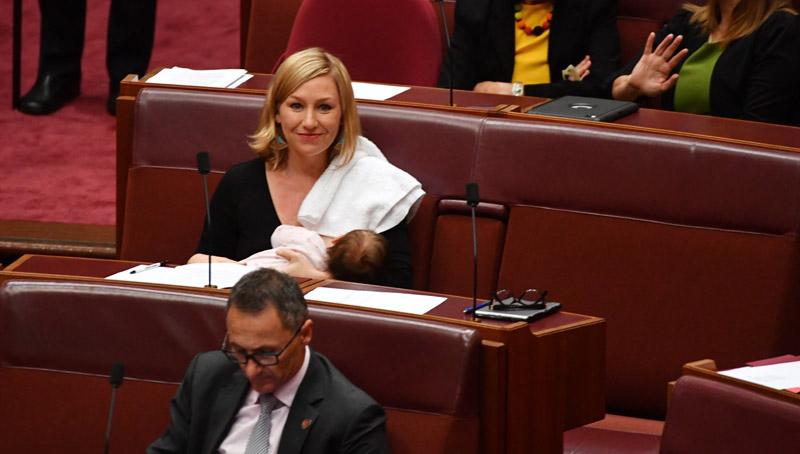 Έγραψε ιστορία η πολιτικός που θήλασε μέσα στο εθνικό κοινοβούλιο.