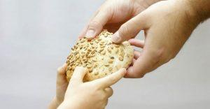 Δωρεάν διανομή ειδών διατροφής σε ευπαθείς πολίτες στον δήμο Διονύσου