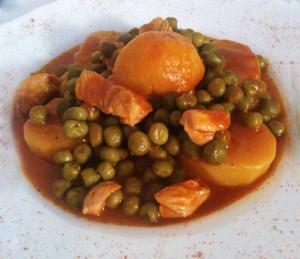 Αρακάς με πατάτες και κοτόπουλο γιαχνί