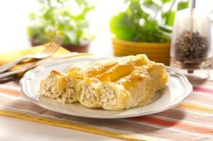 Κανελόνια με τυριά, αμύγδαλα και κρέμα.