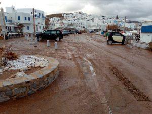 Εικόνες καταστροφής - «Βούλιαξε» στη λάσπη η Πάρος