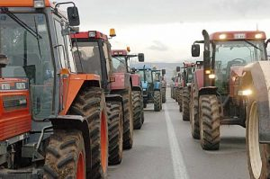 Οι αγρότες δεν κάνουν πίσω...αμετακίνητοι και σε στάση αναμονής...