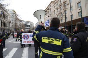 Διαμαρτυρία πυροσβεστών στο Σύνταγμα