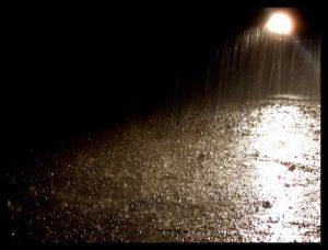 Οι σταγόνες της βροχή και τα μικρόβια του χώματος