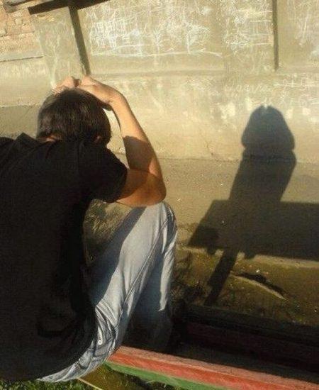 Όταν στέκεσαι σε λάθος σημείο και η σκιά σε προδίδει...