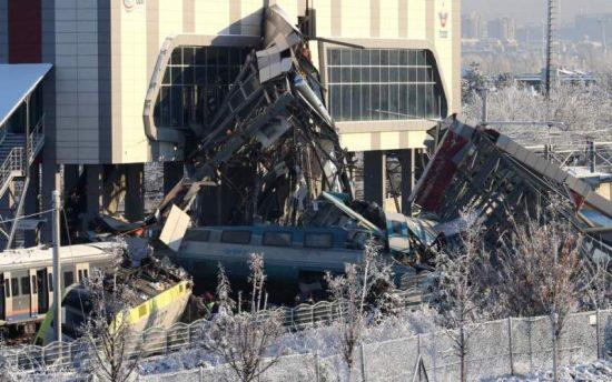 Σιδηροδρομικό δυστύχημα στην Τουρκία 7 νεκροί, δεκάδες τραυματίες